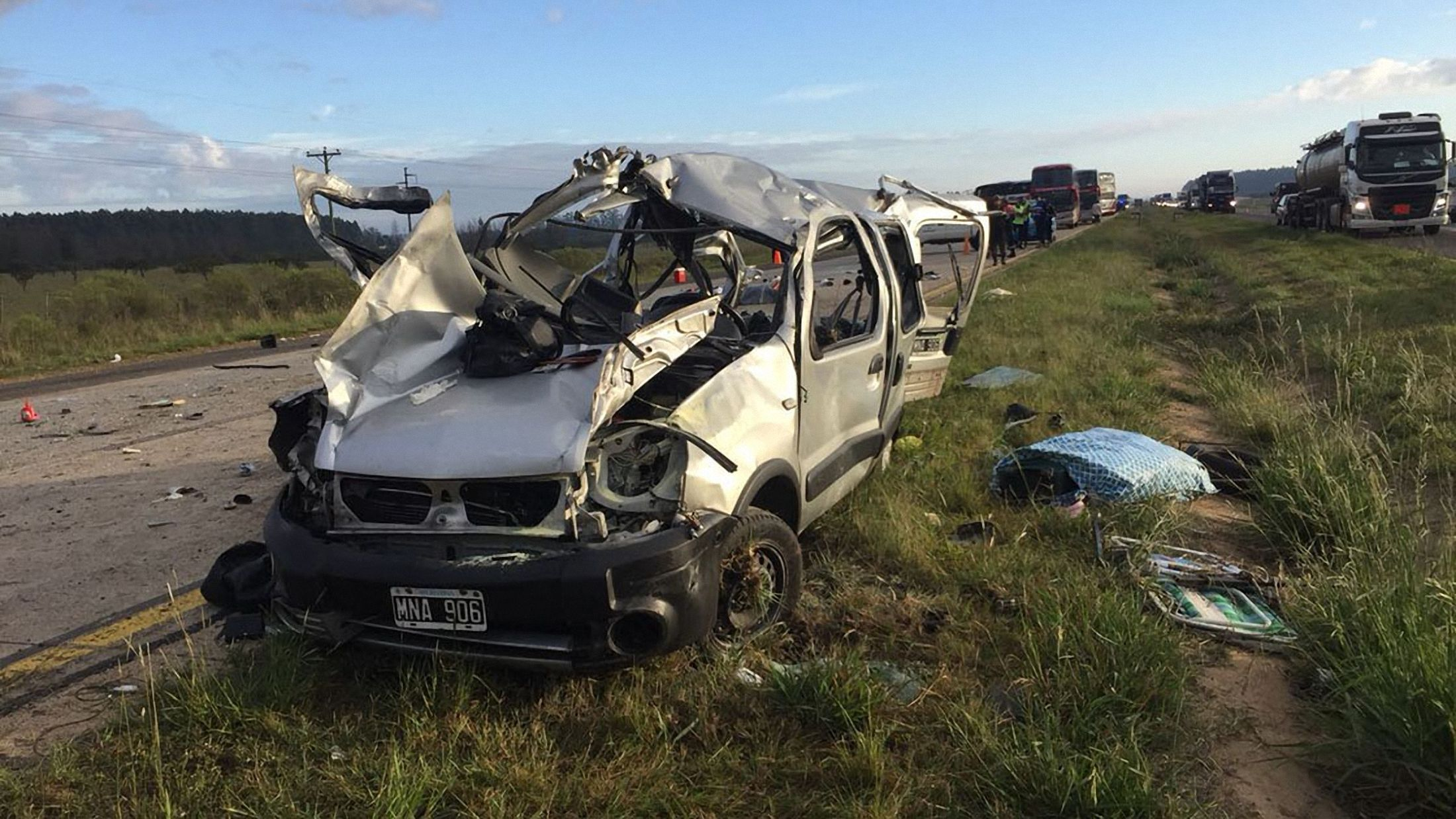 Seis personas murieron en un choque entre un auto y un colectivo de larga distancia