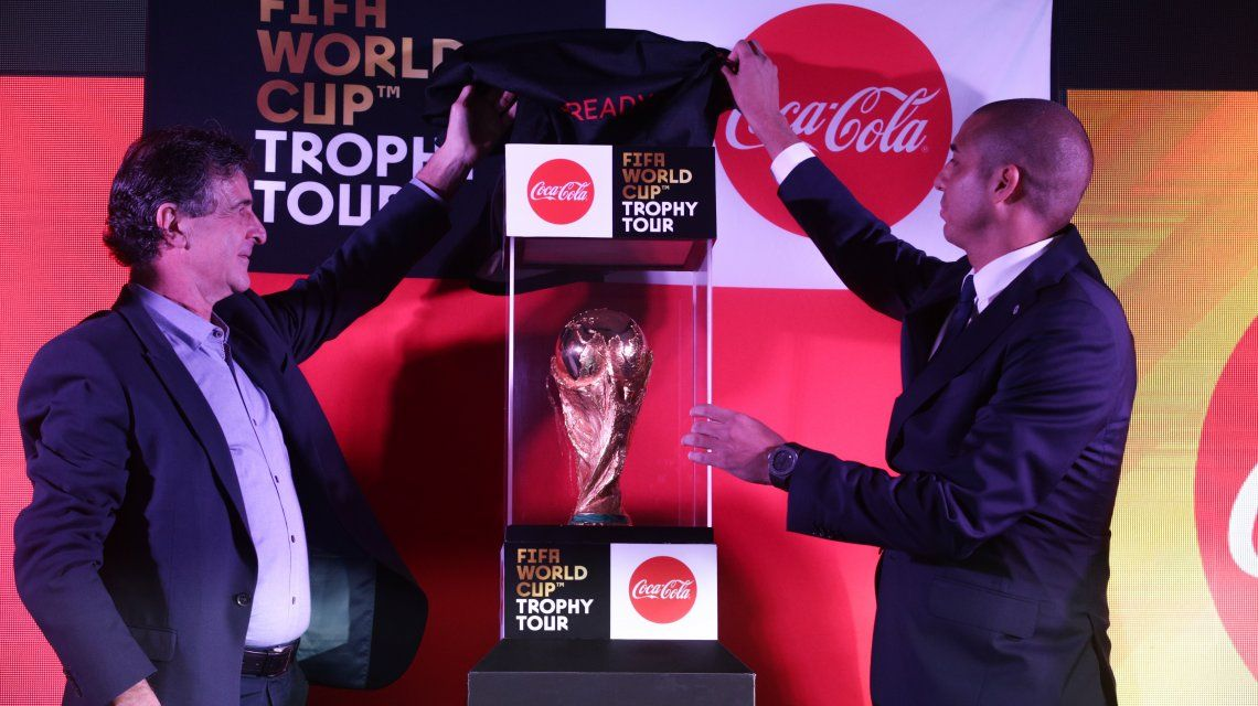 Mario Kempes y David Trezeguet develaron la Copa del Mundo