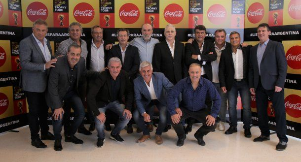 Los campeones del mundo del 78 y 86 estuvieron presentes en la 4ta edición del Trophy Tour de Coca-Cola y la FIFA en el predio de la AFA