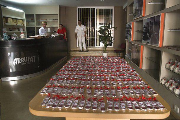El salón de ventas de Arrufat lleno de chocolates<br>