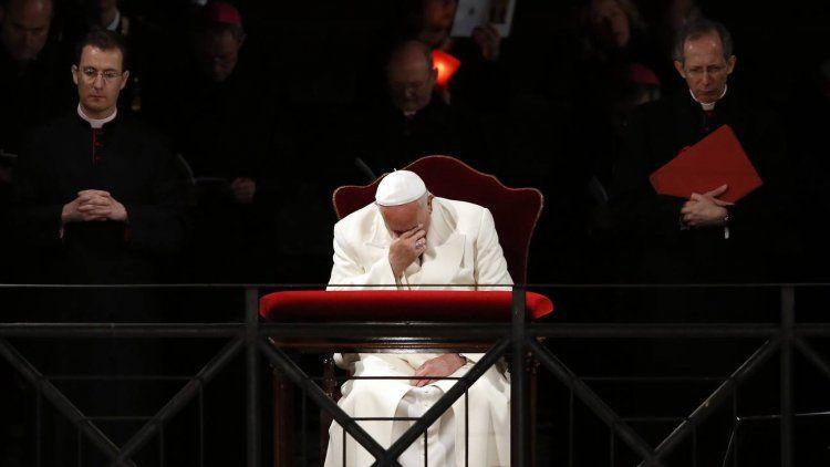 Francisco presidió el Vía Crucis en el Vaticano en Viernes Santo