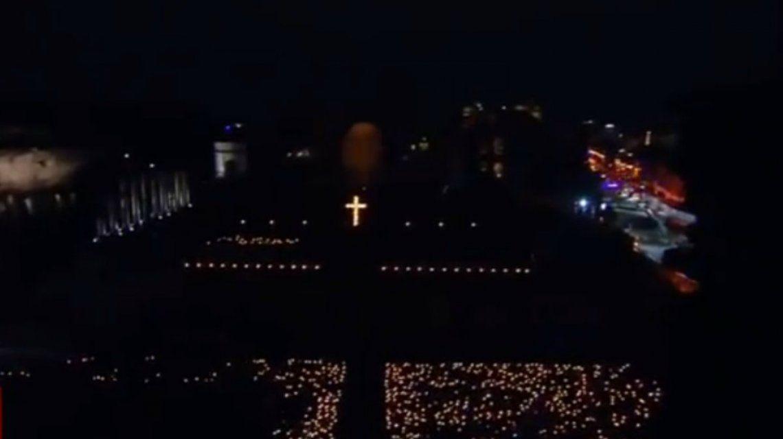 Unas 20 mil personas recibieron al Papa en el Coliseo de Roma