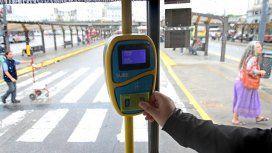 El Gobierno analiza aumentar nuevamente el boleto de colectivos y trenes
