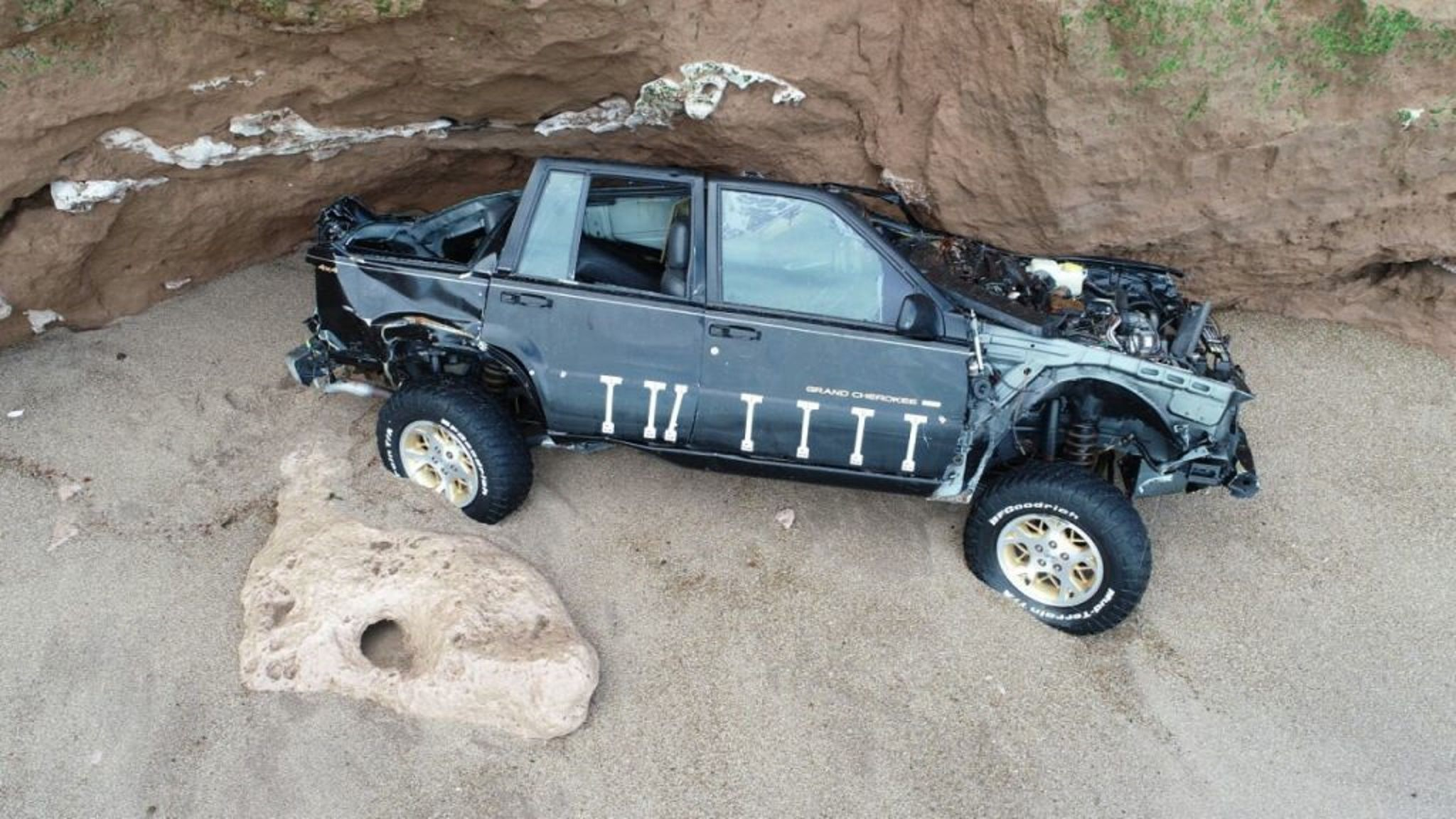 Mar del Plata: un hombre tiró su 4x4 por un acantilado para cobrar el seguro