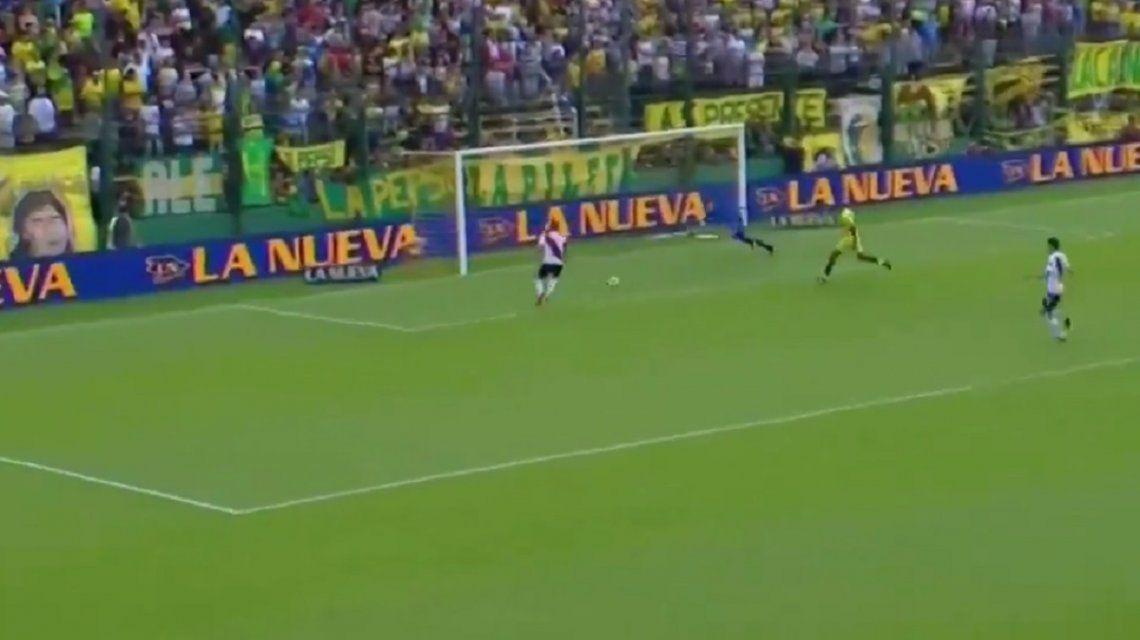 VIDEO: Mora erró el gol más insólito del fin de semana