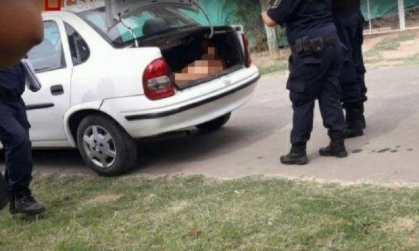Hallaron un cadáver en su propio auto