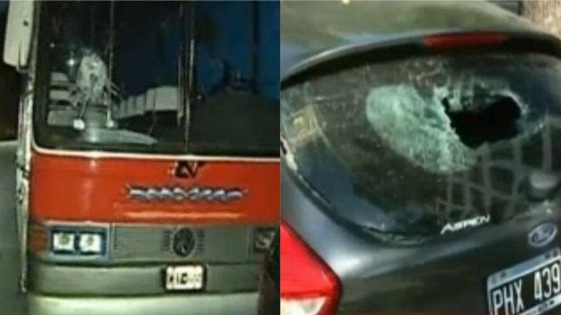 El loco de las piedras: destruyó 10 autos en una cuadra de Belgrano