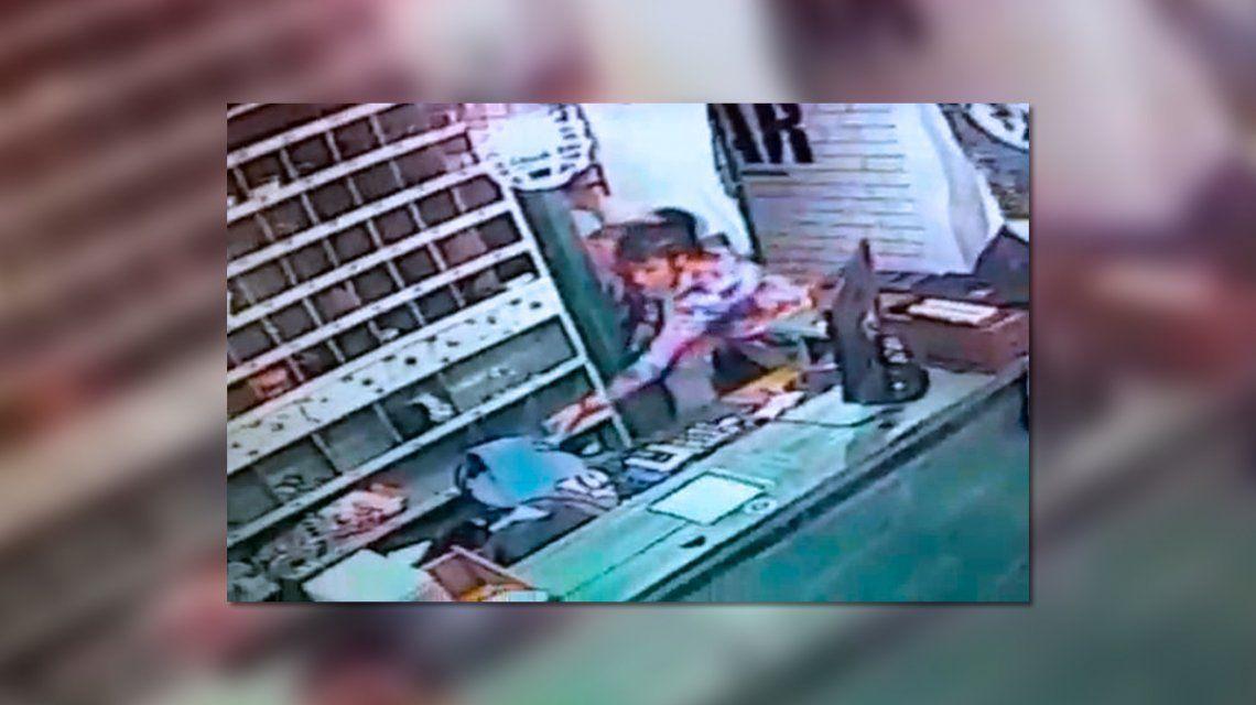 La Plata: una ex policía con domiciliaria le puso la tobillera a su perro y salió a robar