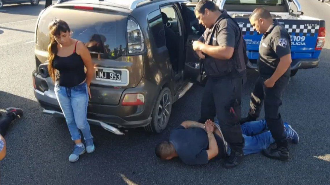 Persecución de película en Panamericana: robaban en paradas de colectivos y los detuvieron