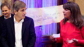 VIDEO: Así fue la entrega del papelito de Caputo a Cerruti