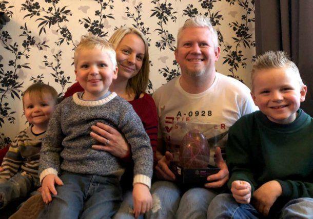 Dylan, sus padres y sus hermanos festejaron la Pascua de este año