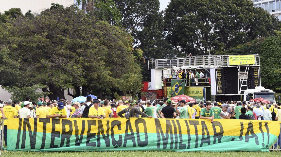 Opositores piden intervención militar