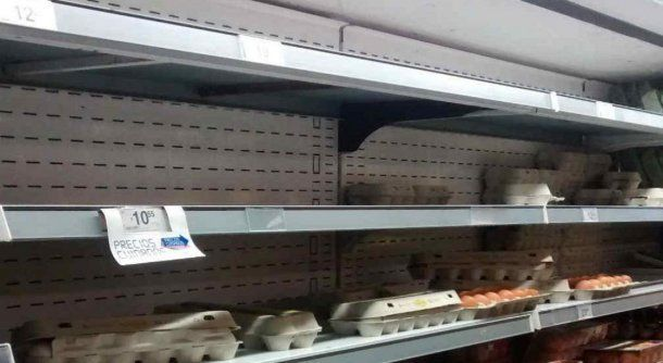 En algunos supermercados se empiezan a notar los faltantes de huevos.
