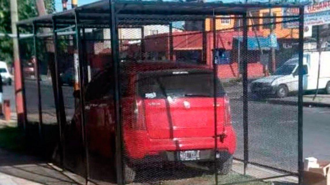 La jaula en medio de la calle