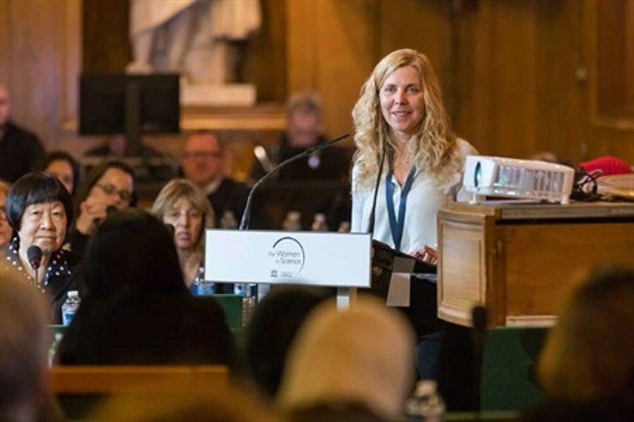 Recibió el Premio Internacional LOréal- UNESCO para Mujeres en la Ciencia.