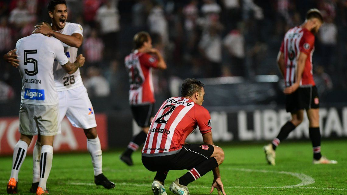 Desábato se lamenta tras el gol de Arthur Gomes