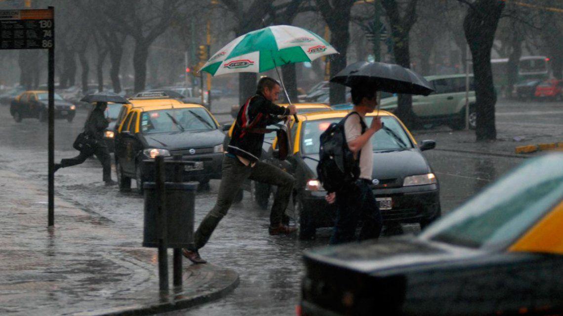 ¿Paraguas y remera? Preparate porque siguen las lluvias y vuelve ¡el calor!