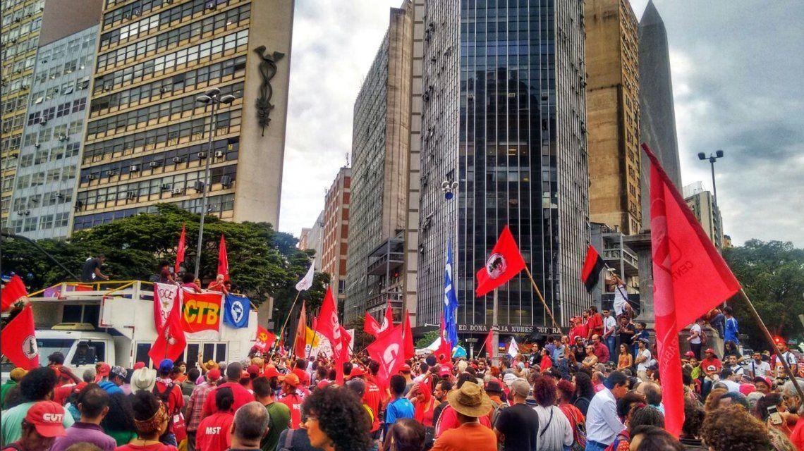 Máxima tensión en Brasil: se venció el plazo y Lula no se entregó