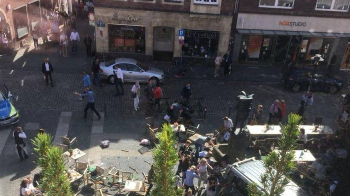 Al menos tres personas murieron en el ataque perpetrado por un hombre suicida