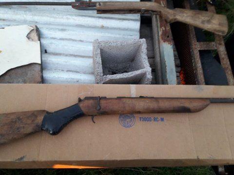 La carabina que utilizó el hombre para asesinar a su familia