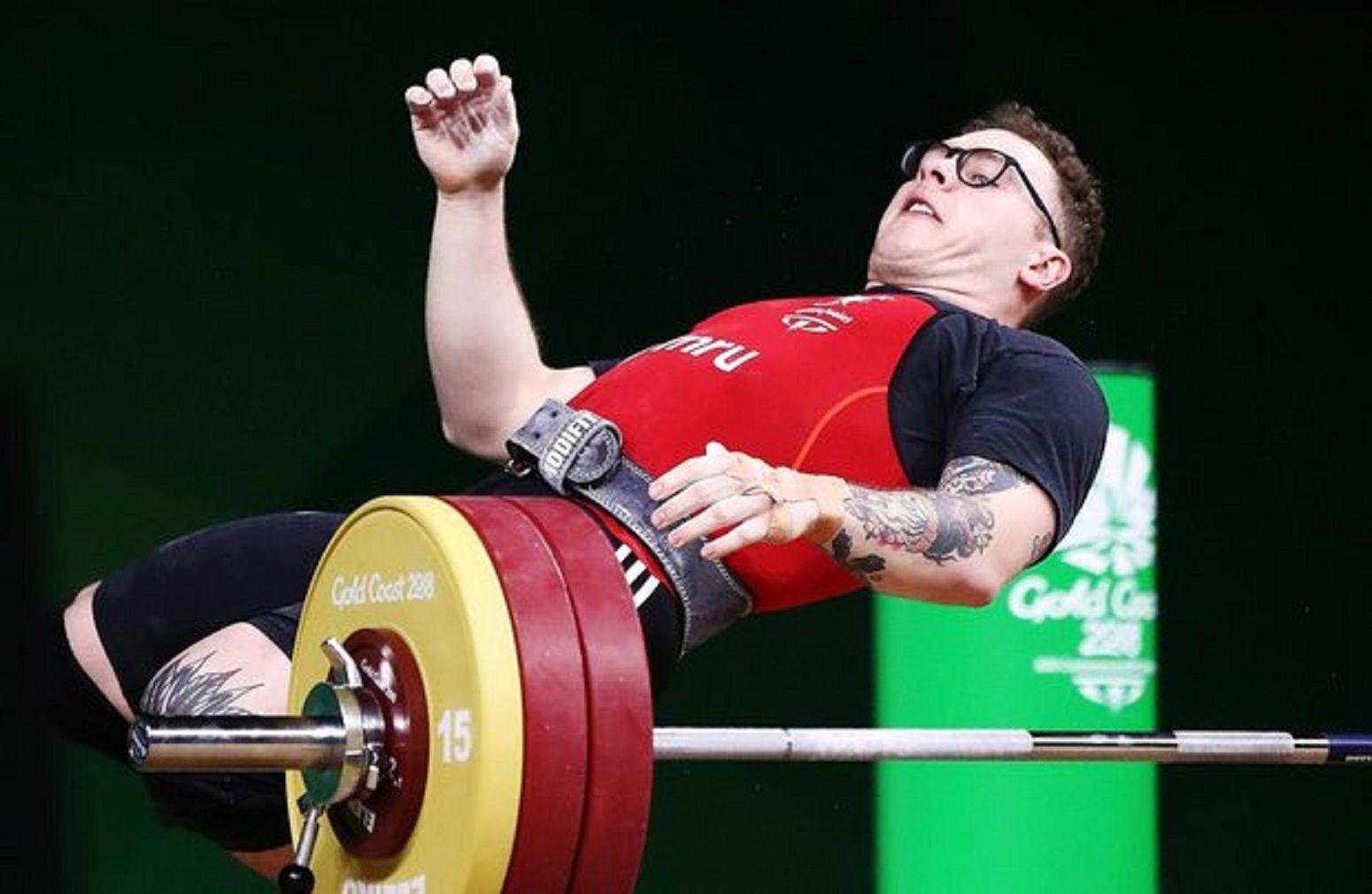 Escalofriante: el pesista Joshua Parry intentó levantar 160 kilos y se desvaneció