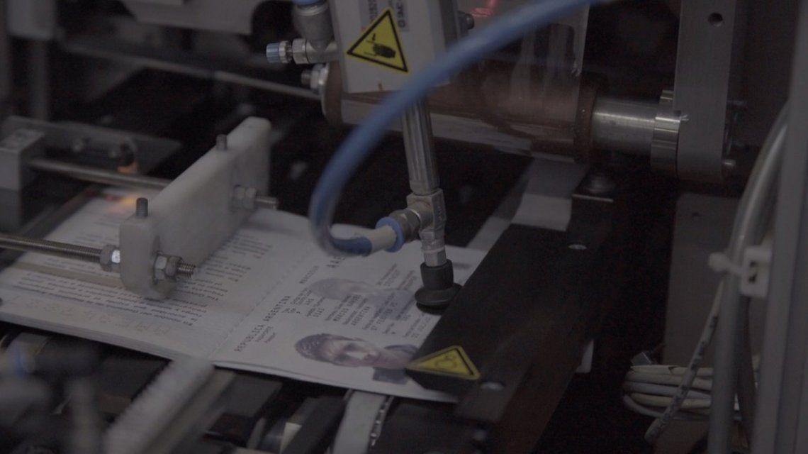 El pasaporte incorpora nueva tecnología: ¿para qué sirve la antena de cobre?