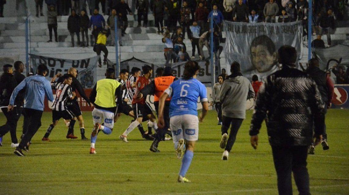 Batalla campal en Estudiantes de Río Cuarto vs. Central Córdoba