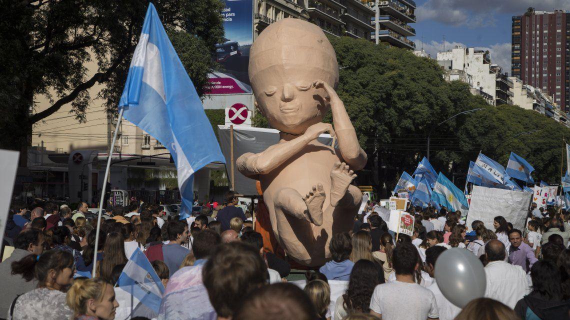 Manifestante en contra de la legalización del aborto realizarán un Banderazo
