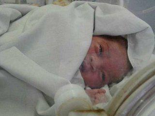La bebé tenía hipotermia cuando la rescataron