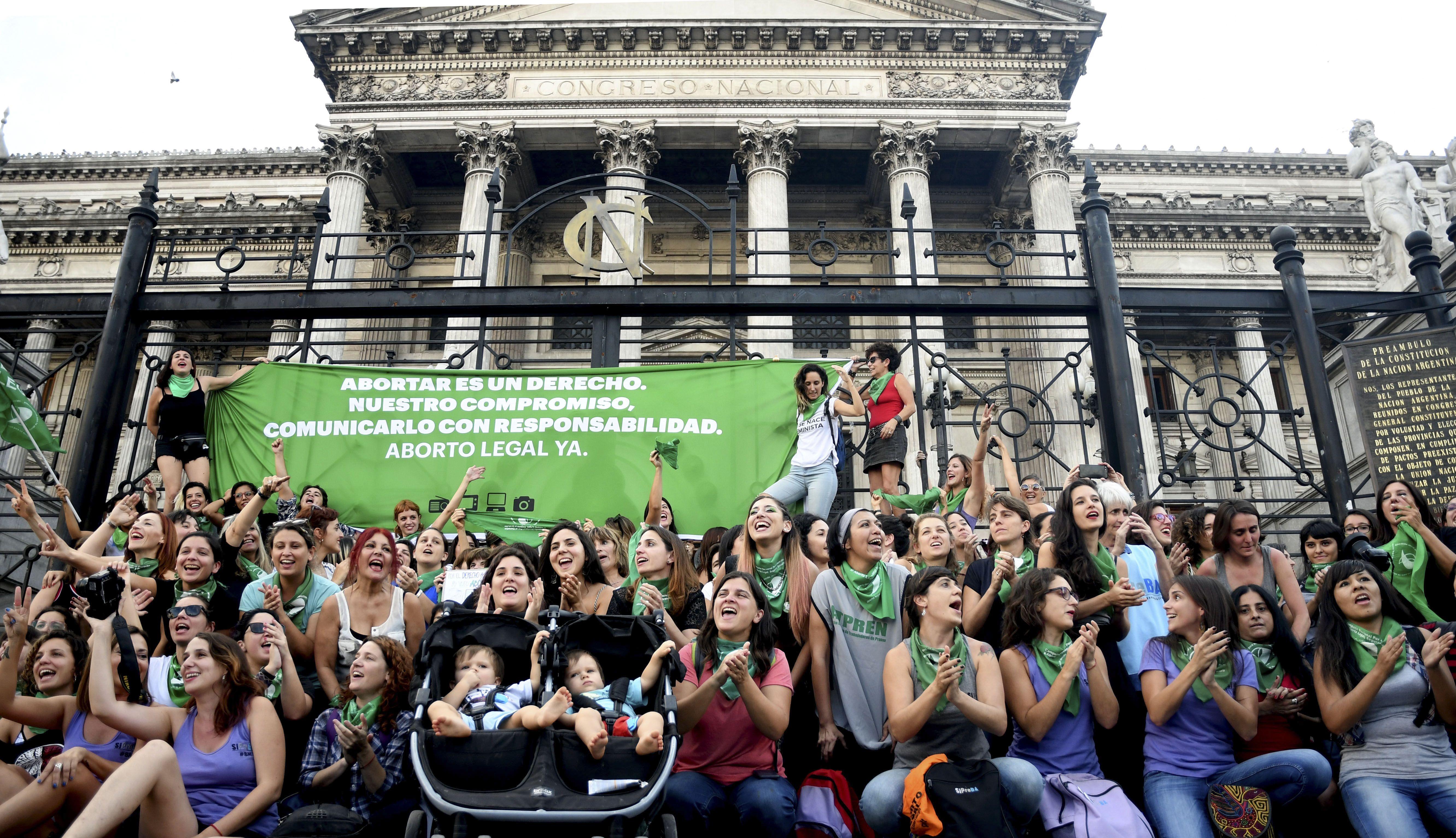 En Argentina aumentó la aceptación social del aborto en el último año