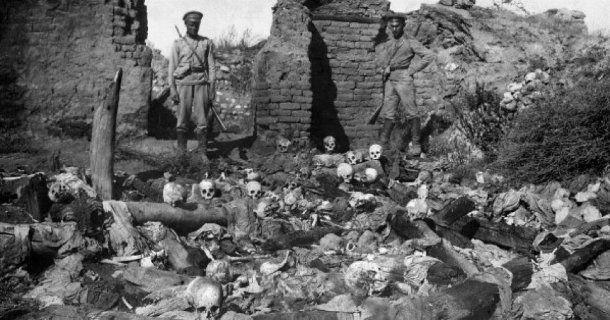 Genocidio Armenio: el 23 y 24 de abril de 1915 murieron aproximadamente 1 millón y medio de personas.