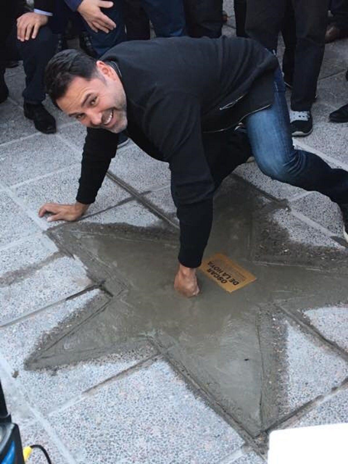 Oscar De La Hoya - Facebook:Oscar De La Hoya