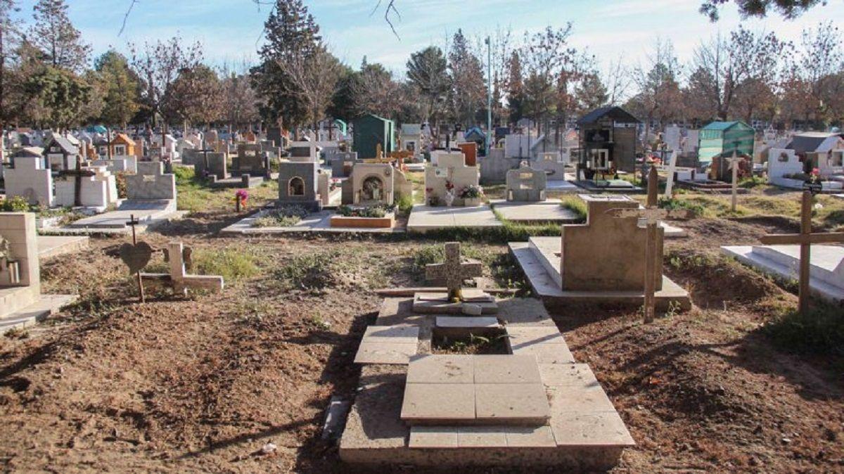 Cementerio Centenario en Neuquén - Crédito: lmneuquen