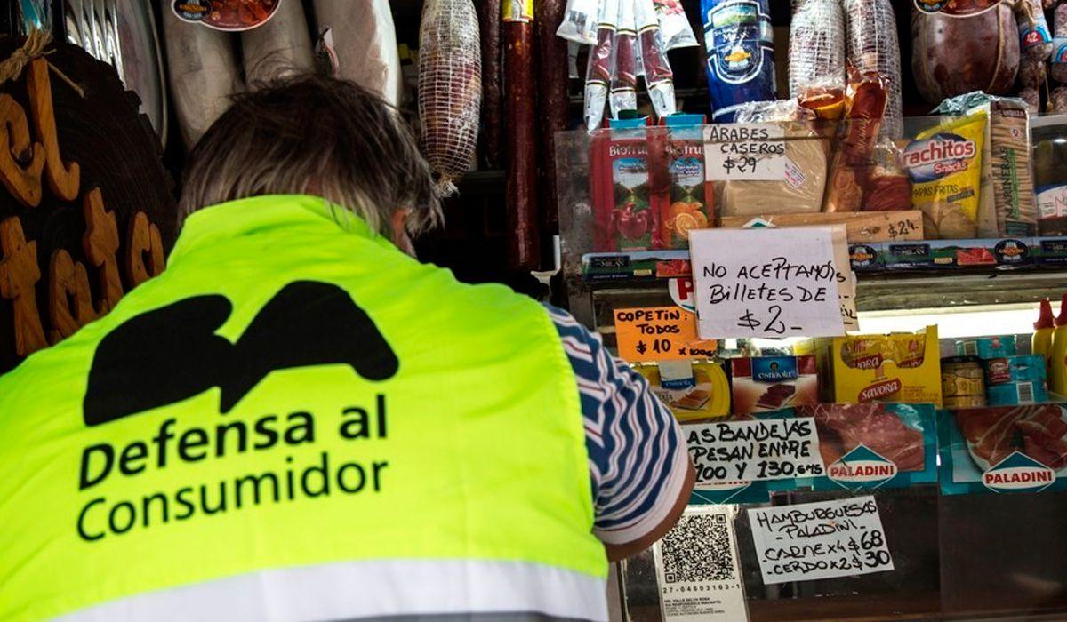 El Gobierno aplica multas para los comercios que no acepten los billetes de 2 pesos
