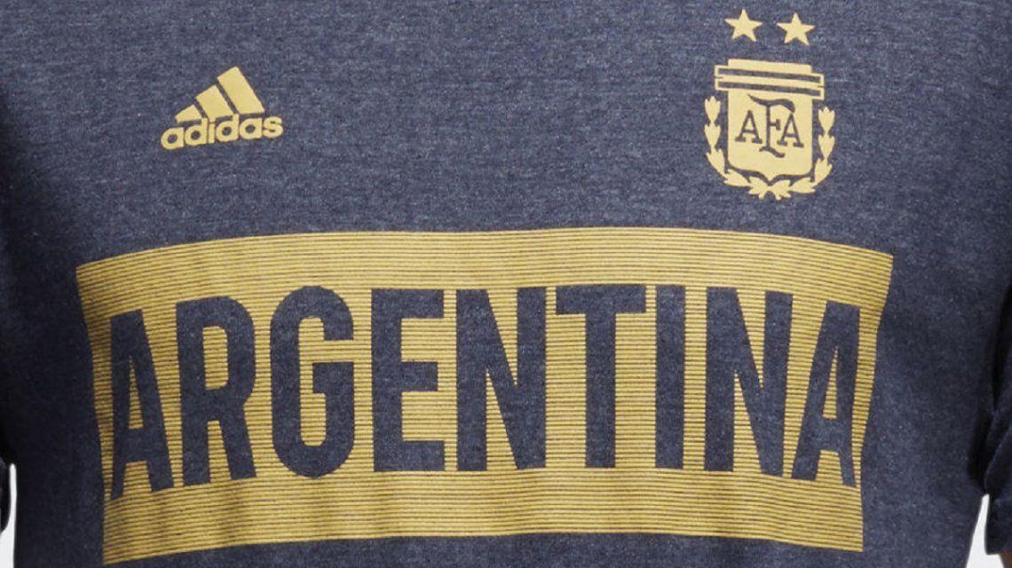 Polémica en las redes por una remera de Argentina parecida a la de Boca