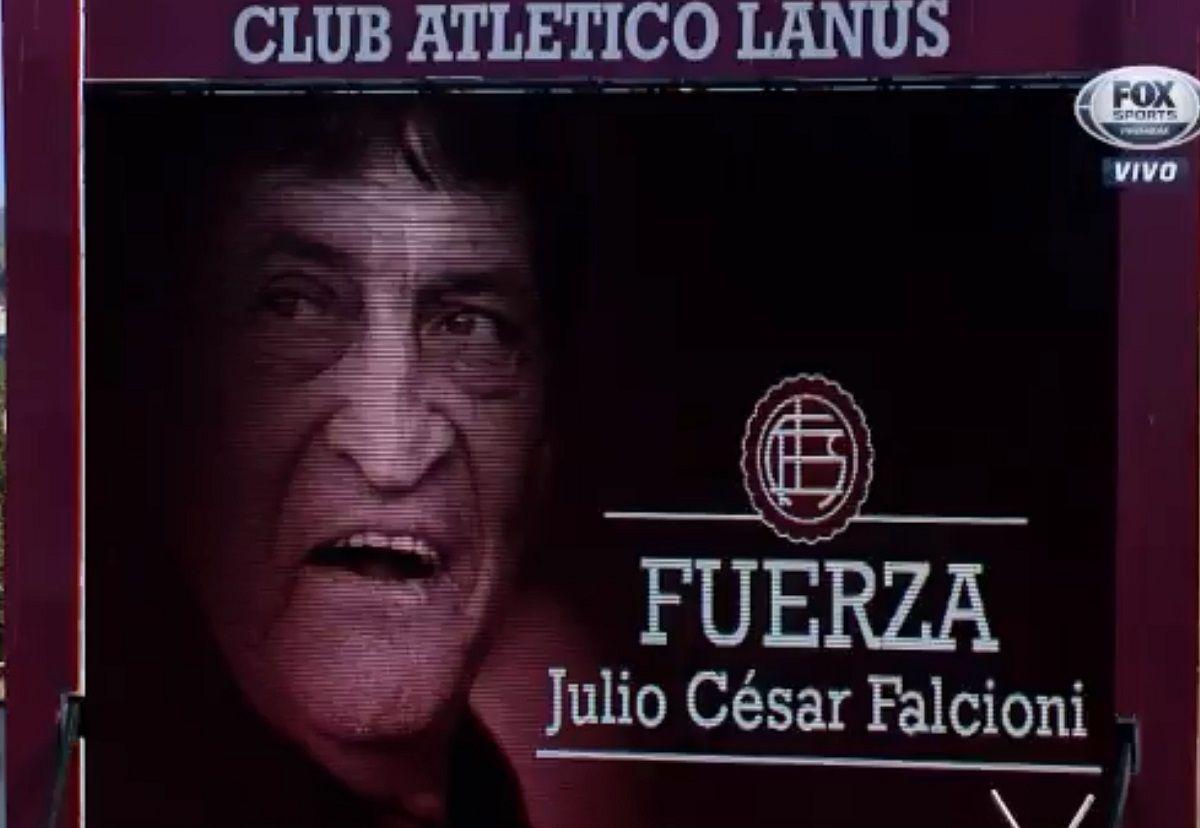 Homenaje de Lanús a Julio César Falcioni