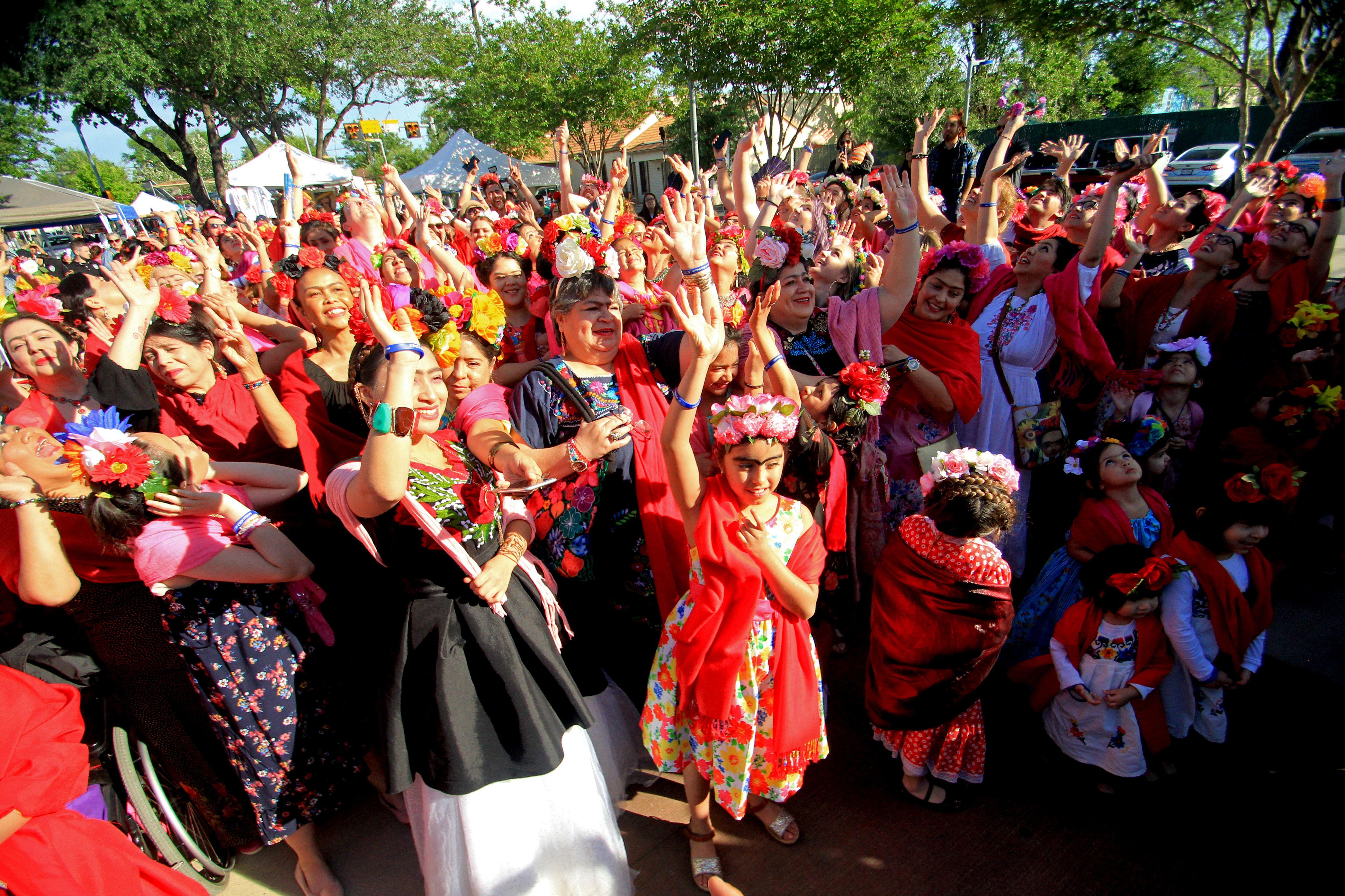 Una multitud de mujeres