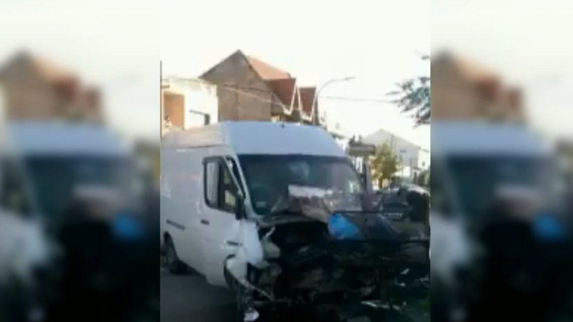 Choque fatal en Lanús: un auto impactó una camioneta y murieron 2 personas