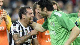 Carlos Tevez y Gianluigi Buffon en Juventus