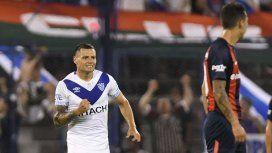 Mauro Zárate celebra su gol ante San Lorenzo