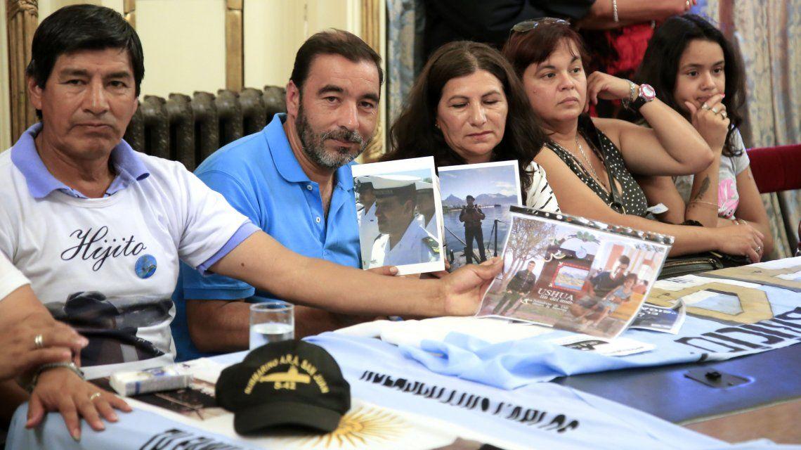 Familiares de víctimas del ARA San Juan cuando los recibió Macri