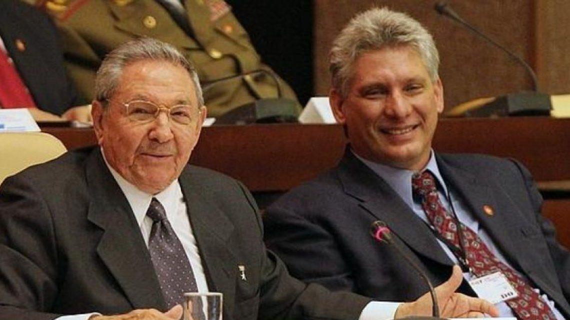 Raúl Castro junto al actual presidente de Cuba
