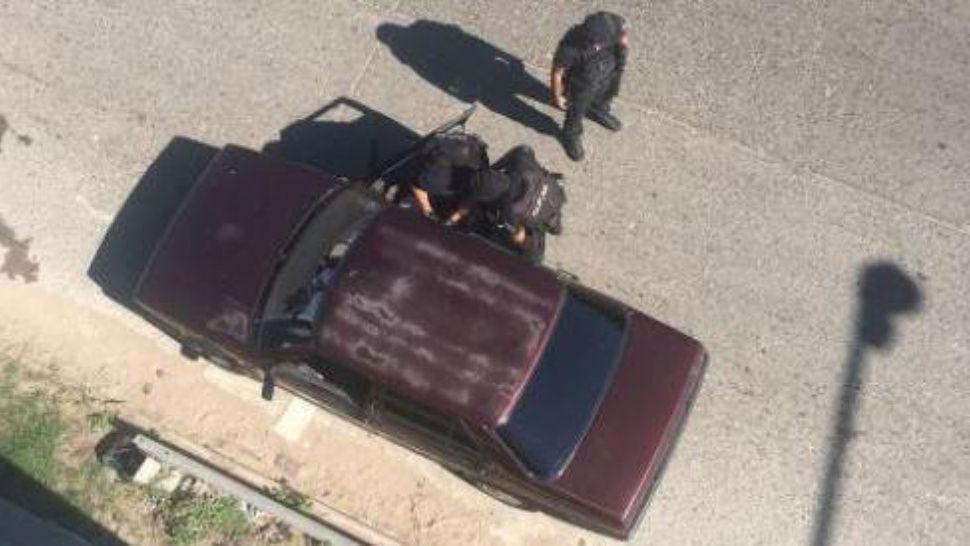 Vecinos tiraron de un puente a un ladrón que le había robado la cartera a una mujer
