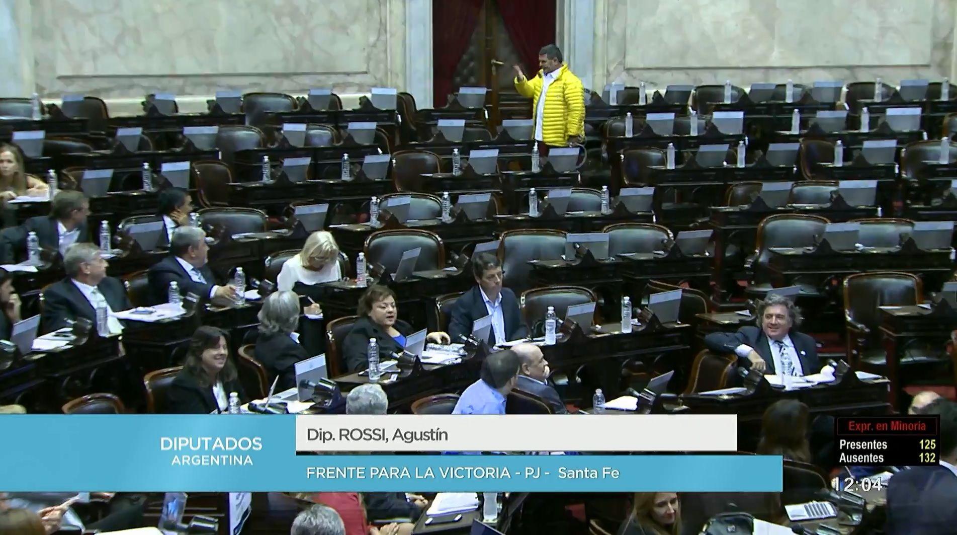 El diputado Olmedo dejó sin quórum la sesión contra el tarifazo, volvió y le llovieron insultos