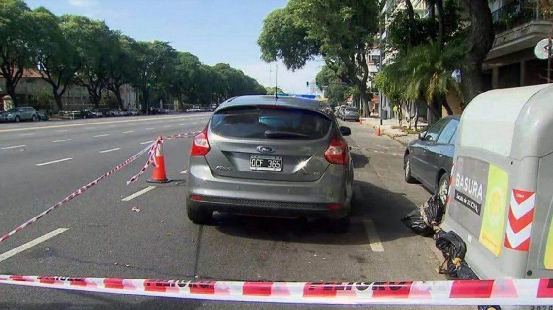 El auto sobre Libertador del hombre baleado frente al Hipódromo de Palermo.