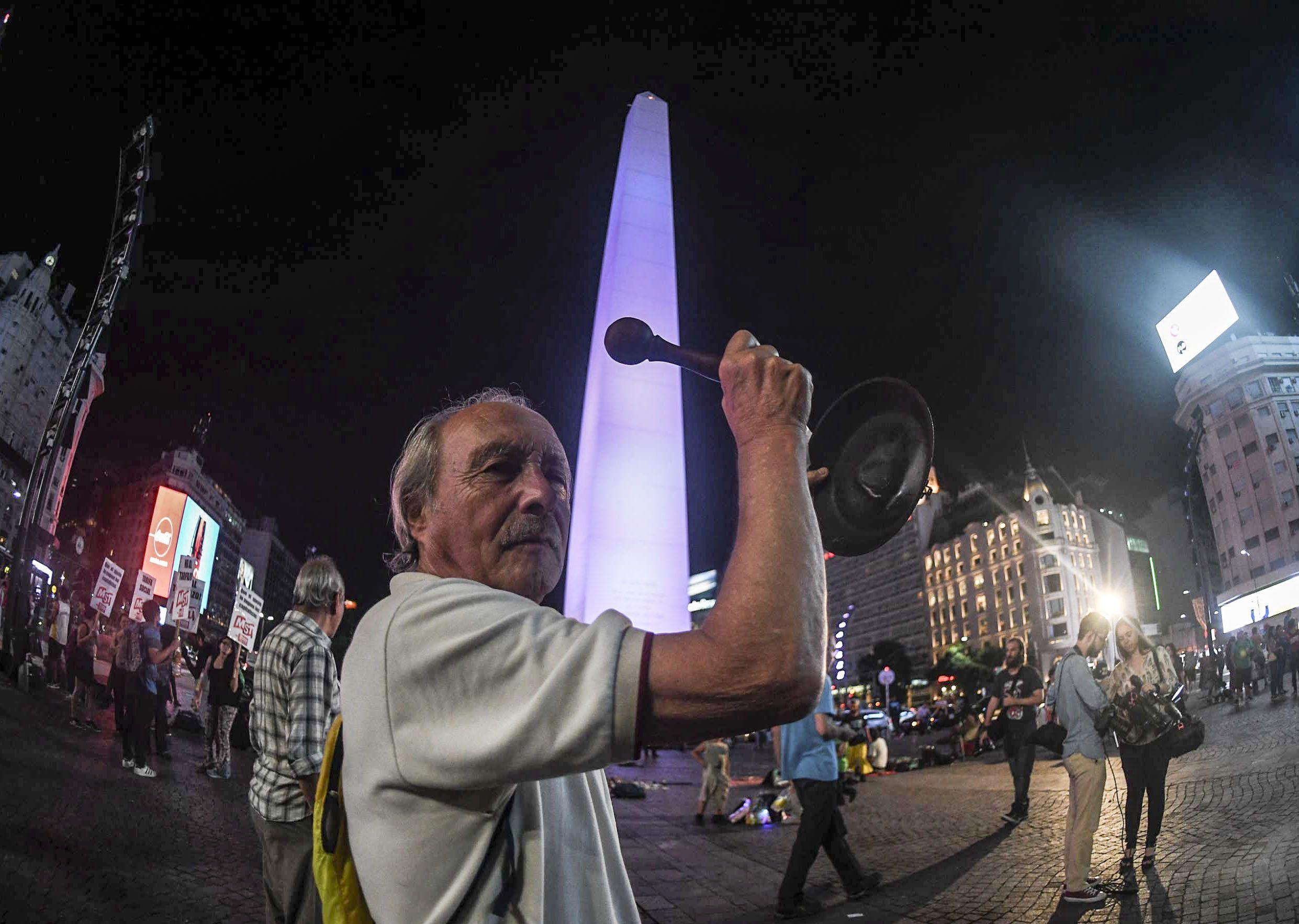 Convocan a un cacerolazo a Plaza de Mayo esta noche