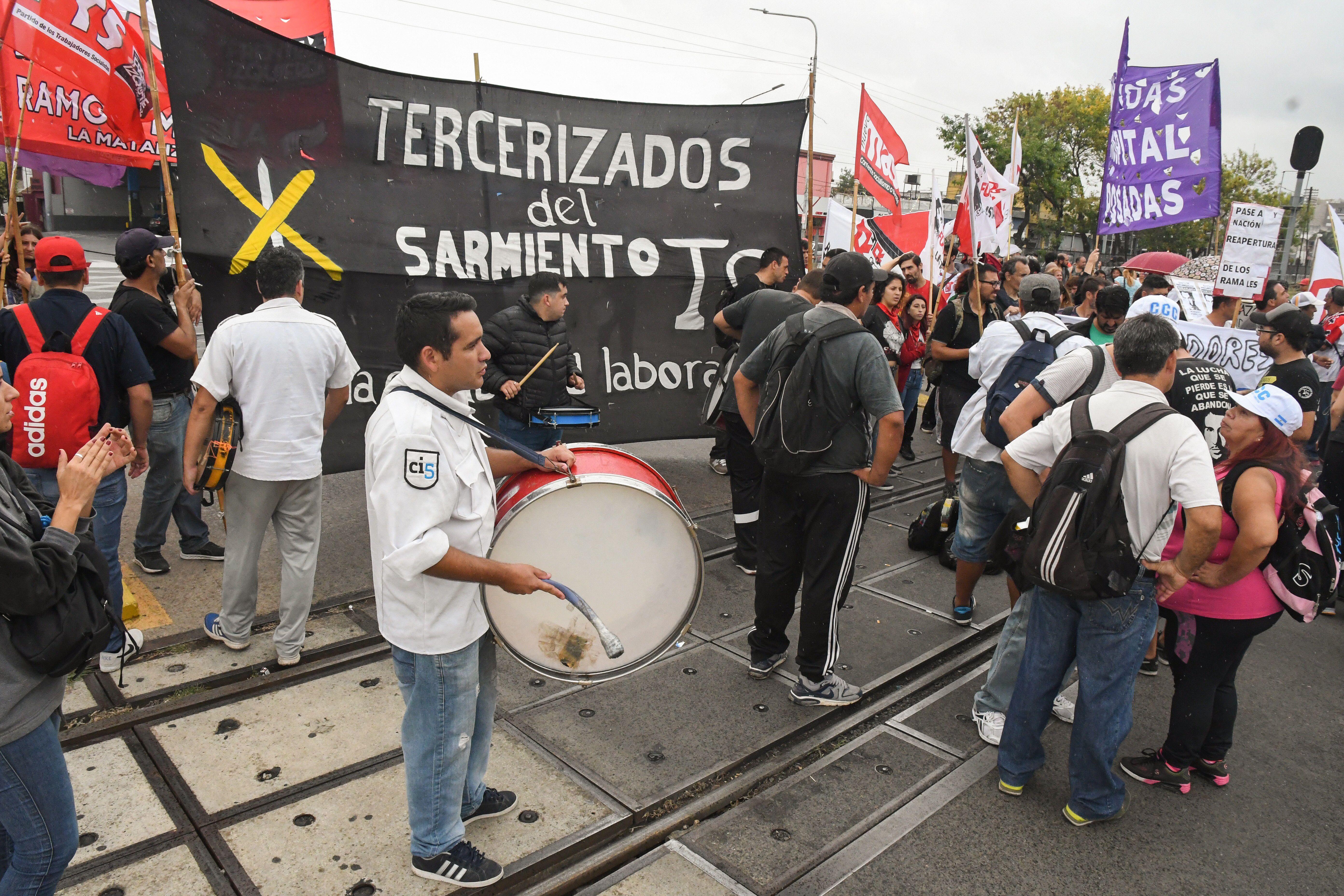 Trabajadores del Sarmiento cortaron las vías para denunciar despidos