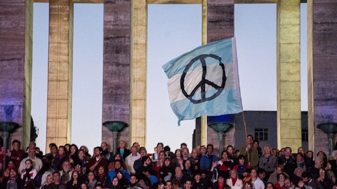 El primer evento fue organizado en Buenos Aires en 2017 por laFundación para la Democracia Internacional