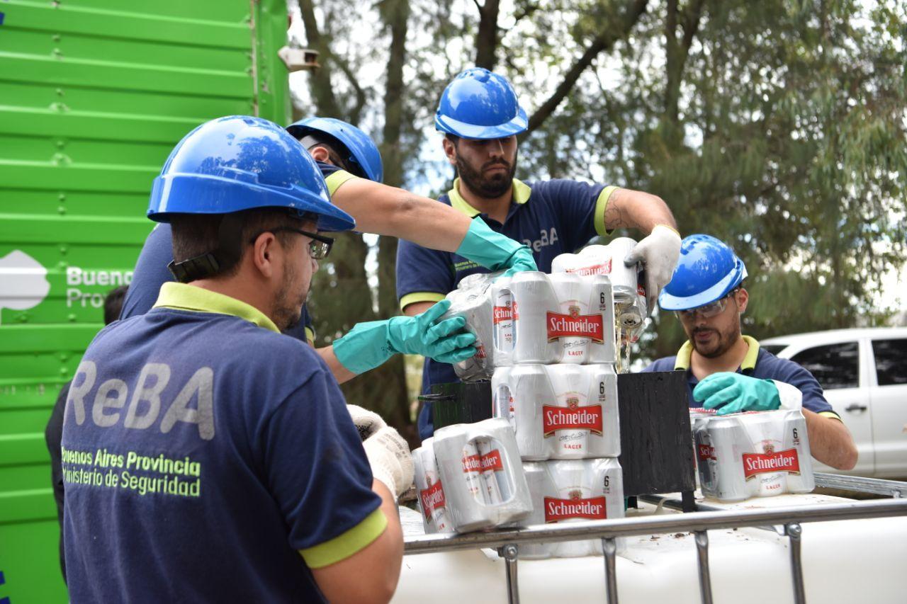 El ministerio de Seguridad bonaerense destruyó 30 mil litros de alcohol de ventas ilegales