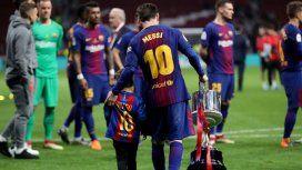 Pasión en la sangre: Messi subió una foto de su hijo Thiago con la camiseta de Newells